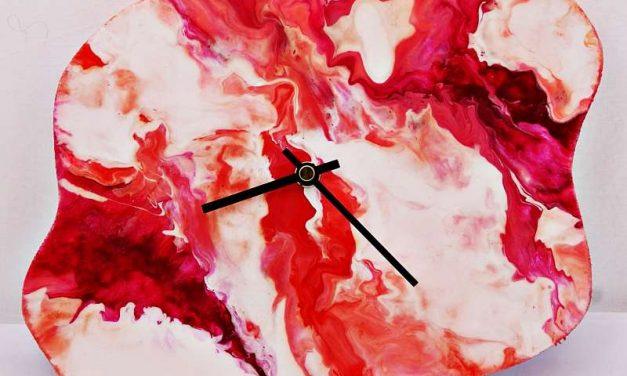 Pinturas – Deva del Tiempo – Pouring